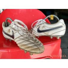 สตั๊ด รองเท้าฟุตบอลNIKE SUPER LIGAสภาพสมบูรณ์มาก น่าใช่สุดๆ เอาใจคนชอบความTOPที่1 เชินชมกันก่อนครับท่าน