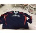 UMBRO British sport wear boy  เสื้อเล่นกีฬาฟุตบอลสำหรับเด็กชายมือ2สภาพดีไซส์130